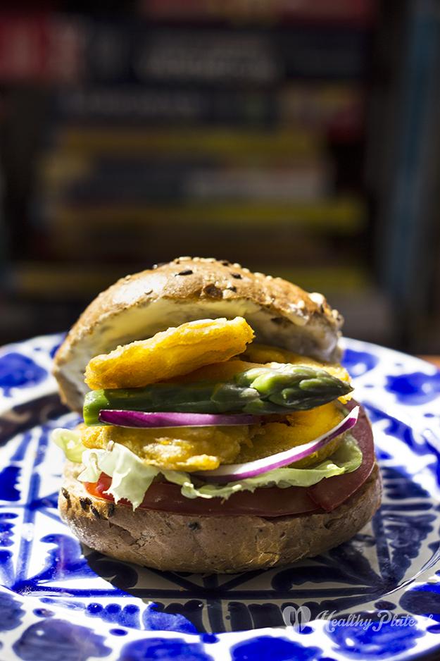 Hamburger z kalmarami i szparagami
