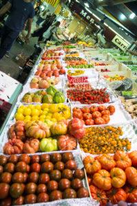 pomidory na rynku Santa Caterina w Barcelonie