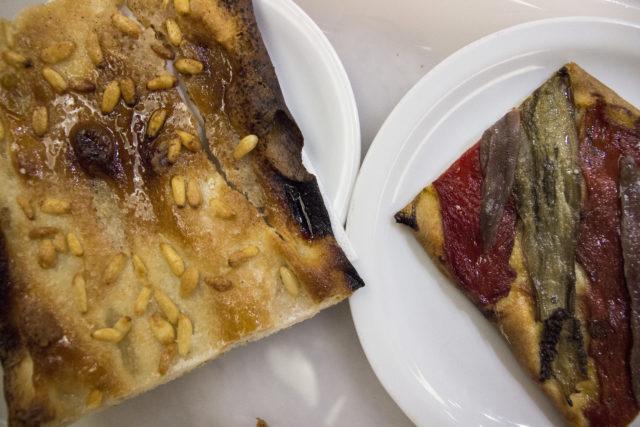 Coca na słodko i coca wytrawna z anchois i papryką