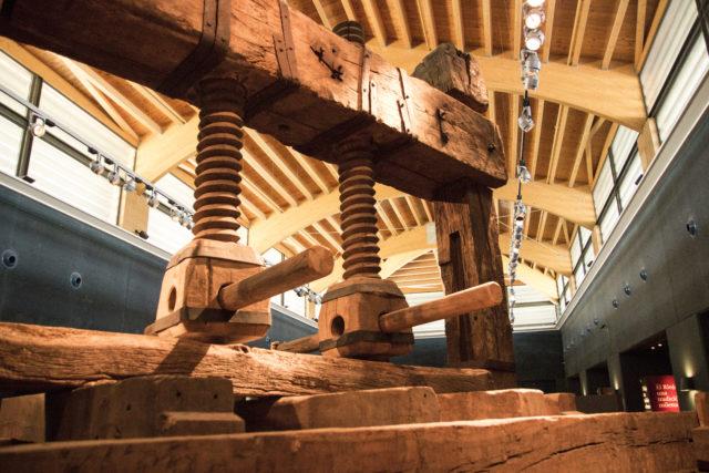 Stara prasa do tłoczenia winogron, Muzeum Vivanco, Museo Vivanco de la Cultura del Vino, Briones, La Rioja