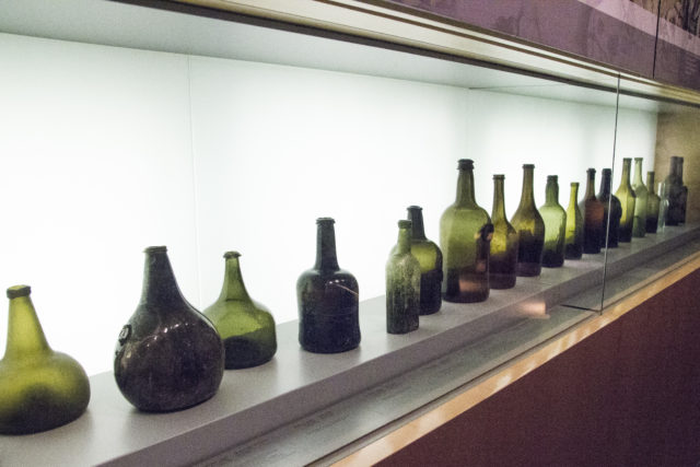 Ewolucja butelki w Muzeum w Vivanco, Museo Vivanco de la Cultura del Vino, Briones, La Rioja